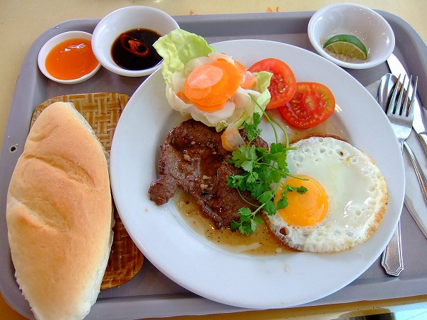 Coffeelet - Let`s Enjoy Fully, đồ ăn hấp dẫn tại quán