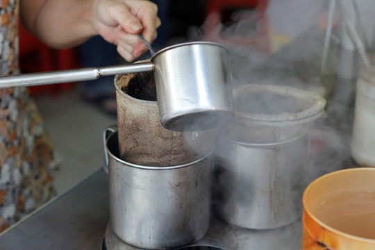 Hoài niệm Sài Gòn xưa bên ly cà phê vợt
