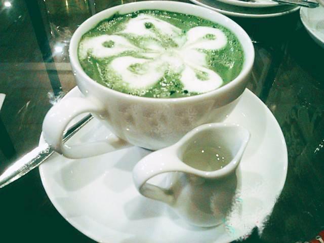 Bb Coffee & Tea, bánh ngọt và thức uống hấp dẫn